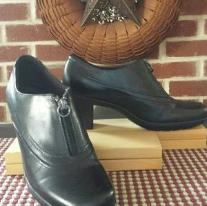 Clarks Black Boot Style size 7 Front Zipper